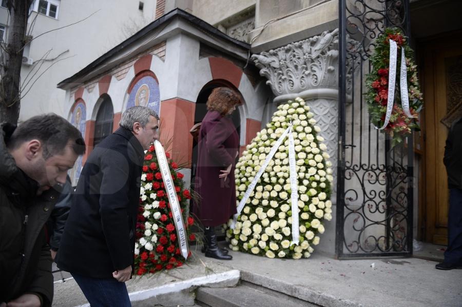 FOTO Nicolae Manea a fost înmormîntat azi la Cimitirul Străuleşti II, în prezenţa a peste 300 de persoane
