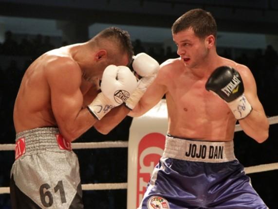 A revenit după knock-down! JoJo Dan şi-a cîştigat dreptul de a boxa pentru titlul mondial la IBF, după ce l-a învins pe Kevin Bizier