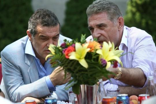 Probleme în familie! Gigi Becali şi Giovani, scandal monstru după gratii » Se ceartă din cauza unui transfer: