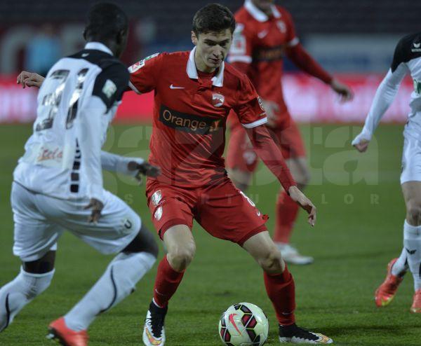 FOTO şi VIDEO Dinamo - U Cluj 3-0 »