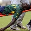 2003. Camerunezul Marc-Vivien Foe, inconștient pe targă