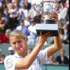 Steffi Graff cu trofeul de la Roland Garros în 1995 Foto: Getty Images