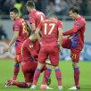 Chiricheş este felicitat de colegii săi pentru golul fabulos marcat.