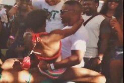 Floyd Mayweather şi-a bătut joc de o femeie într-un bar!