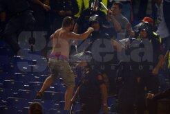 VIDEO Joc periculos! » Fanii Romei şi ai lui ŢSKA s-au bătut cu torțe!