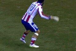 VIDEO Imagini şocante! Nu s-a mai văzut așa ceva pe un teren de fotbal!