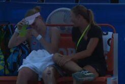 VIDEO Momente comice oferite de o jucătoare de tenis din România » A pierdut un set la zero, dar s-a distrat pe cinste cu antrenoarea: