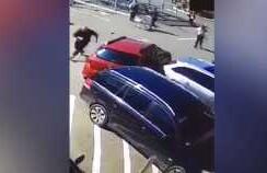 Momentul de coşmar în care o şoferiţă inconştientă loveşte o femeie şi o ...