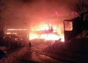 """BREAKING NEWS Incendiu puternic la clubul Bamboo din București! 20 de răniți la spital: """"Există posibilitatea să nu se fi evacut toți oamenii"""""""